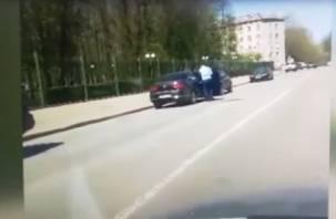 Новый скандал: сотрудник смоленской прокуратуры ездит по встречке, пересекает сплошную, паркуется, где нельзя