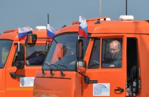 Знаменитое гагаринское «поехали»: Путин «промчался» по Крымскому мосту на КамАЗе