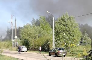 Сгорело всё: из-за крупного пожара в Смоленске перекрыта дорога