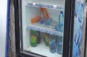 «Жажда – всё». Два смолянина украли напитки из уличного холодильника