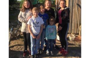 «Умоляю! Спасите моих детей»: шестеро детей из Украины с трудом выживают в смоленской деревне