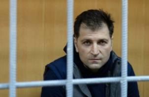 «Обеспечивал политическое прикрытие»: экс-сенатору от Смоленской области предъявили обвинения
