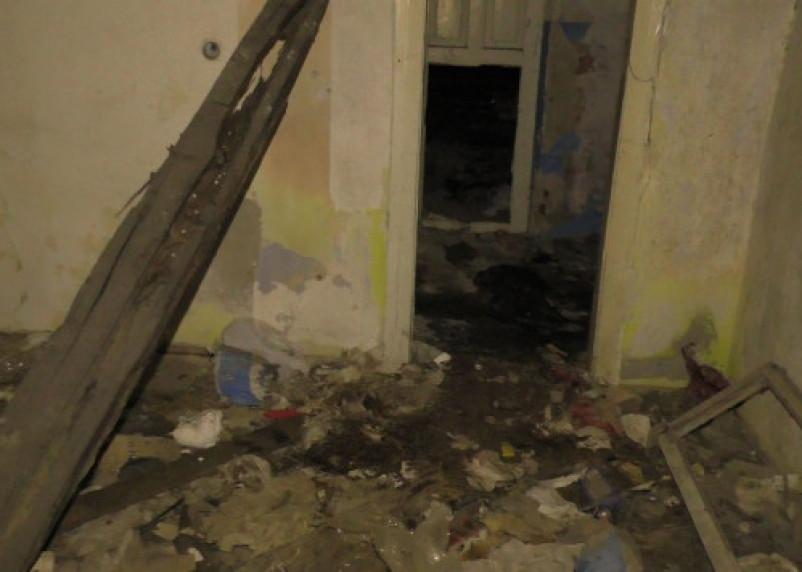 В Смоленске в горящем заброшенном здании обнаружен труп мужчина