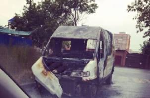 В Смоленской области сгорели два микроавтобуса и легковушка