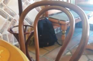 «Все на выход». В смоленском кафе нашли подозрительный рюкзак, посетители эвакуированы