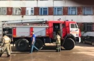 В режиме ЧС: пострадавшим в результате пожара в Вязьме оказывают помощь