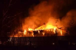 Два человека заживо сгорели в Смоленской области