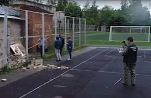 В Смоленске сняли на видео осмотр криминалистами рухнувшей на ребенка стены