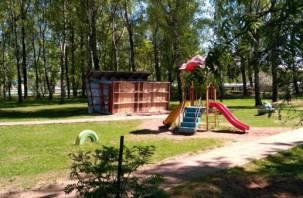 «До беды недалеко». Смоленским малышам опасно гулять по площадке у детского сада