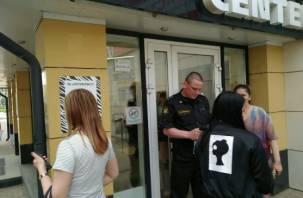 «Оцеплен, никого не пускают». В Смоленске закрыли торговый центр «Зебра»