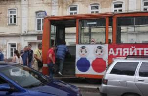 Смолянин вышел из трамвая и попал под колеса иномарки