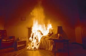 Пожилого смолянина спасли из горящей квартиры