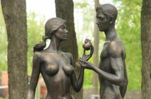 На смоленском заводе отлили Адама и Еву с яблоком раздора