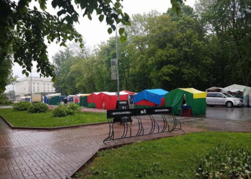Смоленск — город рынков. Белорусская ярмарка добралась до площади Ленина