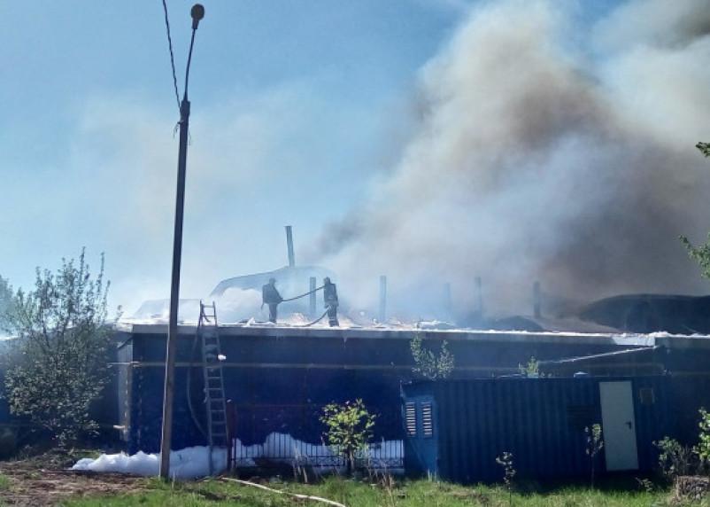 Появились подробности и фото с места крупного пожара в Смоленске