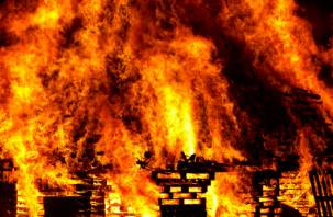 Прошлой ночью пожар в Рославльском районе унес жизни двух человек