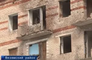 «Фильмы ужасов»: на Первом канале рассказали о смоленских семьях, выживающих в заброшенном доме