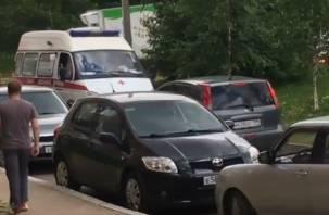 В Смоленске на видео попал упрямый водитель, не пропустивший скорую помощь