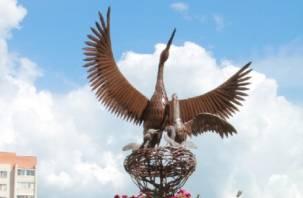 В Смоленске появились металлические аисты