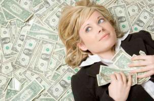 В Смоленской области сотрудница банка воровала деньги у клиентов