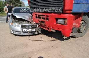«Пусть молятся, что трупов нет»: в Рославльском районе два авто попали под МАЗ
