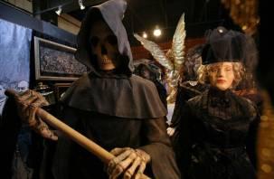 Экскурсии на кладбища, заморозка покойного: смоляне принимают участие в похоронном баттле