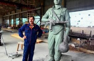 На высшем уровне: смоленский скульптор создал памятник ветеранам боевых действий