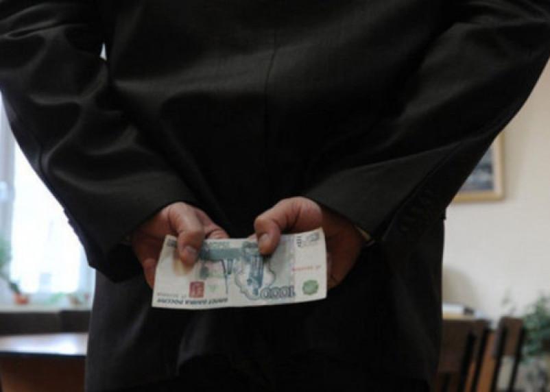 Смоленский предприниматель получил штраф в 7 млн рублей за взятку сотруднице таможни