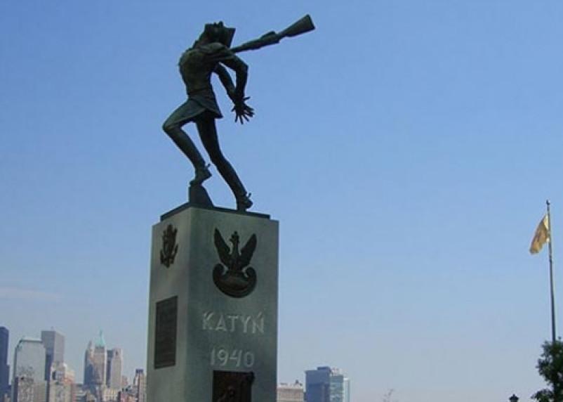 В пригороде Нью-Йорка снесли Катынский мемориал ради зеленой лужайки