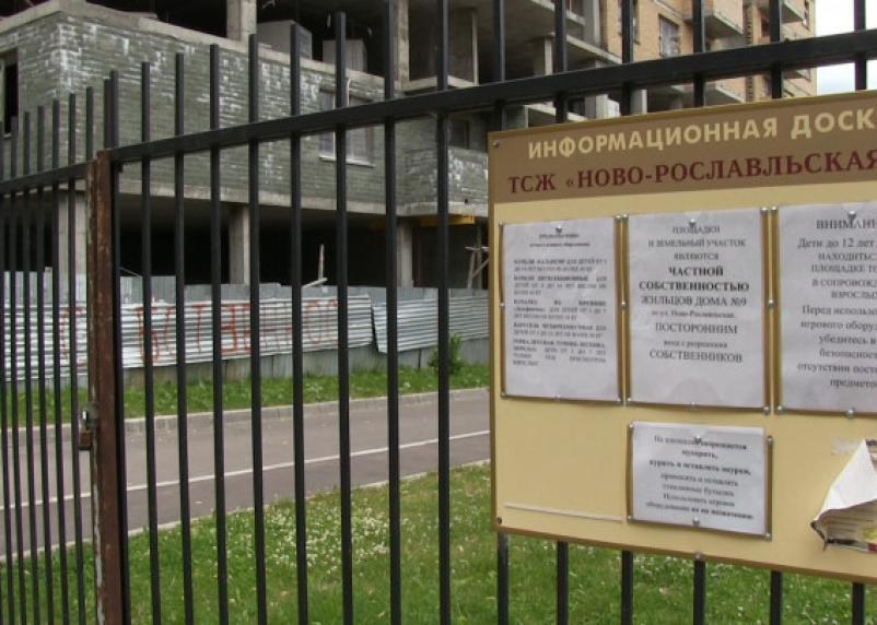 Смоленский прецедент: администрация города разрешила строить дома без дворов и парковок