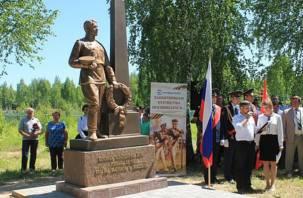 На Смоленщине появился еще один памятник Воину-освободителю