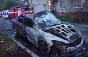 В Смоленской области на трассе иномарка сгорела дотла