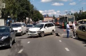 «Трамваи стоят». Серьезное ДТП в Смоленске парализовало движение транспорта