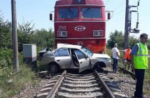 На границе Брянской и Смоленской областей машина врезалась в товарный поезд