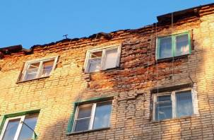 «Оно вот-вот рухнет». Люди боятся жить в смоленском общежитии
