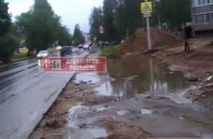 Смоленский депутат захватил и разрушил часть тротуара
