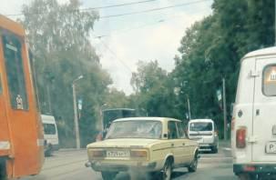 В Смоленске авария парализовала движение трамваев