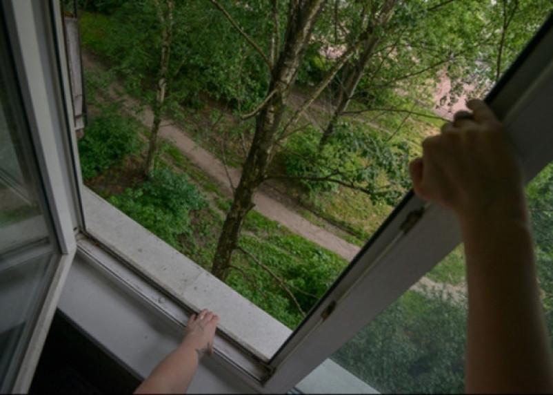 Смолянка собиралась спрыгнуть с пятого этажа