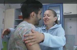 На федеральном телеканале показали встречу смолянки и мужчины, спасшего ей жизнь