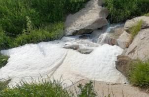 Губит людей не пиво: в Смоленске в Заднепровьеразлилась пенная река