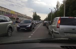 «Колом в обе стороны». В Промышленном районе Смоленска — огромные пробки