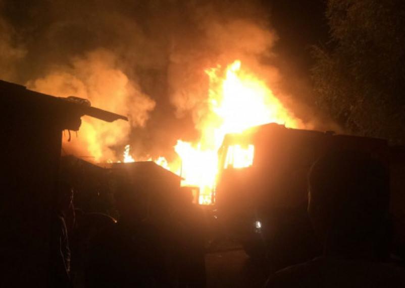 В Смоленске в ночном пожаре пострадали люди