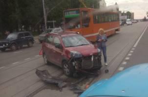 Серьезная авария в Смоленске перегородила путь трамваям