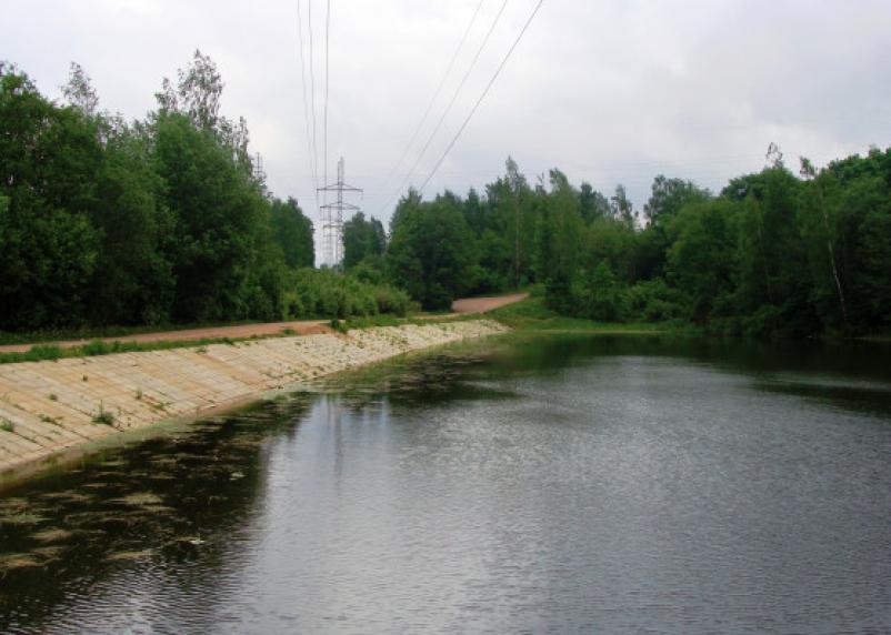 В Смоленске починили гидротехнические сооружения на Реадовском озере