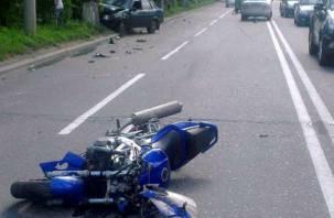 Смоленский мотоциклист догнал «девятку» и попал в больницу