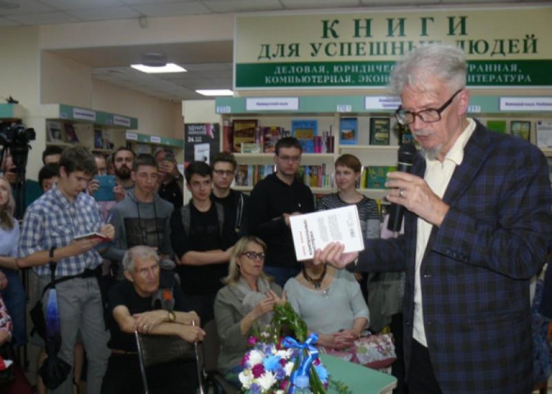 В Смоленске Эдуард Лимонов представил свой «Контрольный выстрел»