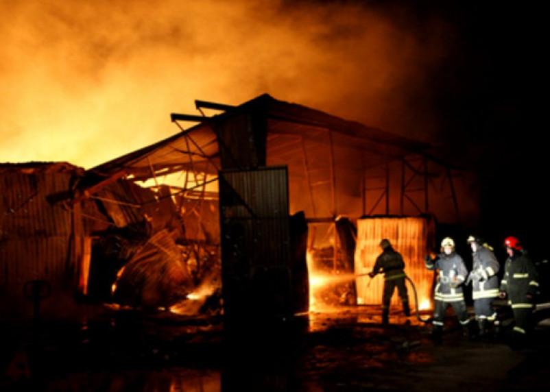 С ожогами доставлен в больницу: в Смоленской области произошел крупный пожар на пилораме