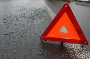 В Смоленске столкнулись две «Лады», образовался затор: в Сети появилось видео