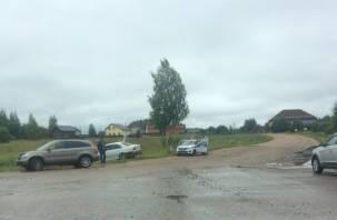 День жестянщика: в Смоленском районе БМВ вылетела в кювет, сбив дорожный знак