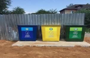 В смоленских поселках поставили контейнеры для раздельного сбора мусора